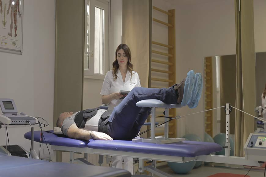 Traction, decompression of the spine, Physical therapy Belgrade